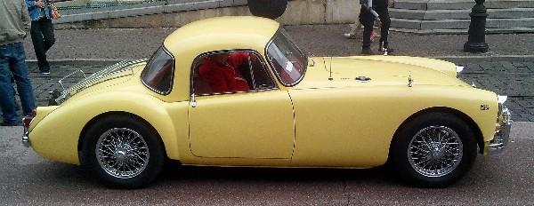 фото желтого авто