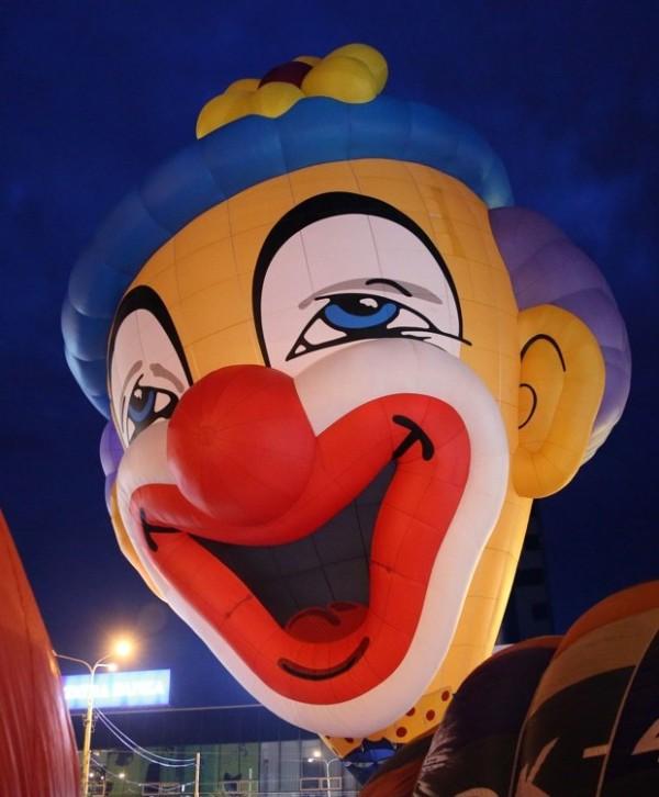 фото летающего клоуна Бруно