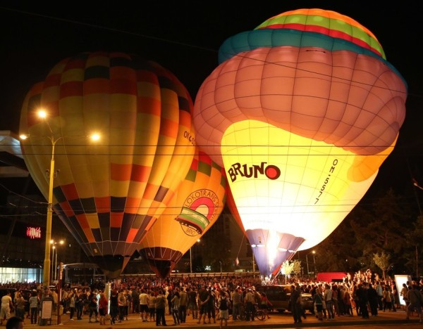 фото светящихся воздушных шаров