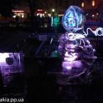 """фото ледяной скульптуры Маши из мультфильма """"Маша и Медведь"""""""